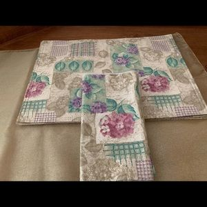 HYDRANGEA PLACEMAT AND NAPKIN SET